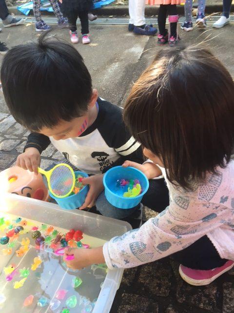 次男(3歳)女の子と手をつなぐの巻