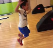 【2016年7月】長男(5才)・次男(2才)「初ボーリング」玉を投げれるのか?
